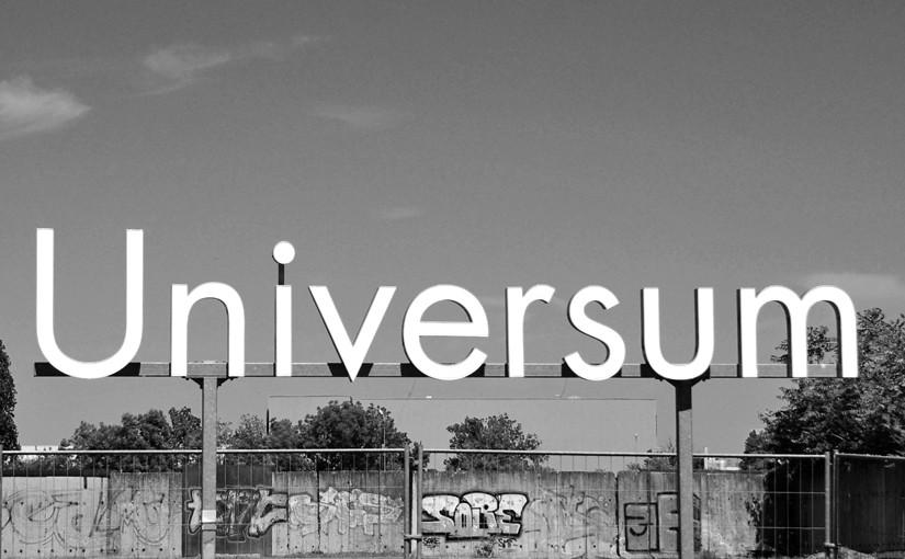 Leuchtreklame - Universum als Symbol für den vom Marketing häufig weit entfernten Vertrieb