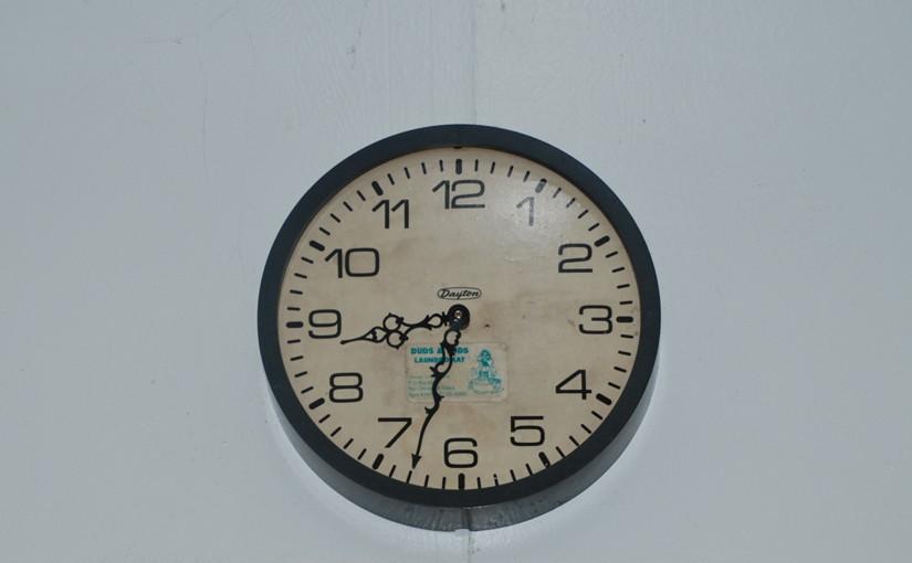 Alte Uhr als Symbol für ein gefährdetes Geräusch (das Ticken)