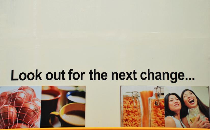 Descape - Straßenschild 'Looking out for the next change' als Symbol