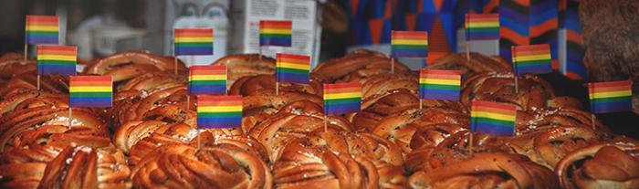 Zimtschnecken mit Regenbogenfahnen